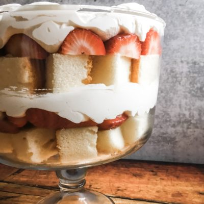 how to make an easy crowd-pleasing strawberry trifle